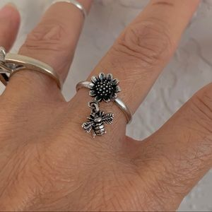 🌻🐝NEW🌻🐝 Silver Sunflower and Bumblebee Ring